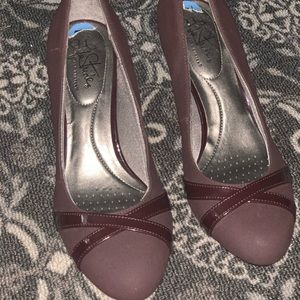 Burgundy life stride comfort pumps